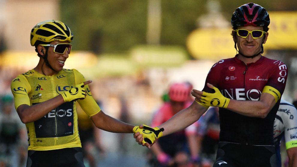 Egan Bernal y Geraint Thomas entran de la mano en París. (AFP)