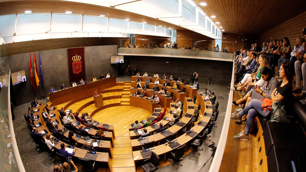 María Chivite en el Parlamento de Navarra (Foto: EFE)