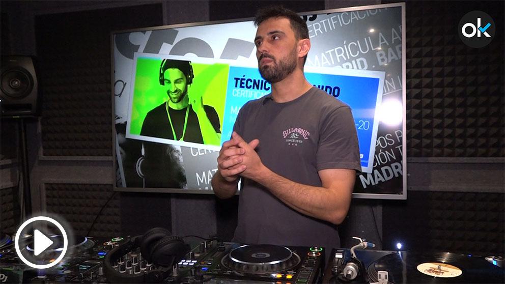 Jorge Barrallo, profesor de la escuela Microfusa, brinda los cuatro consejos clave para ser un buen DJ. Vídeo: Víctor Jiménez
