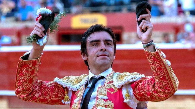 Perera mantiene su idilio con Huelva: corta cuatro orejas y sale por la Puerta Grande