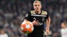 Van de Beek, durante un partido de Champions con el Ajax. (AFP)