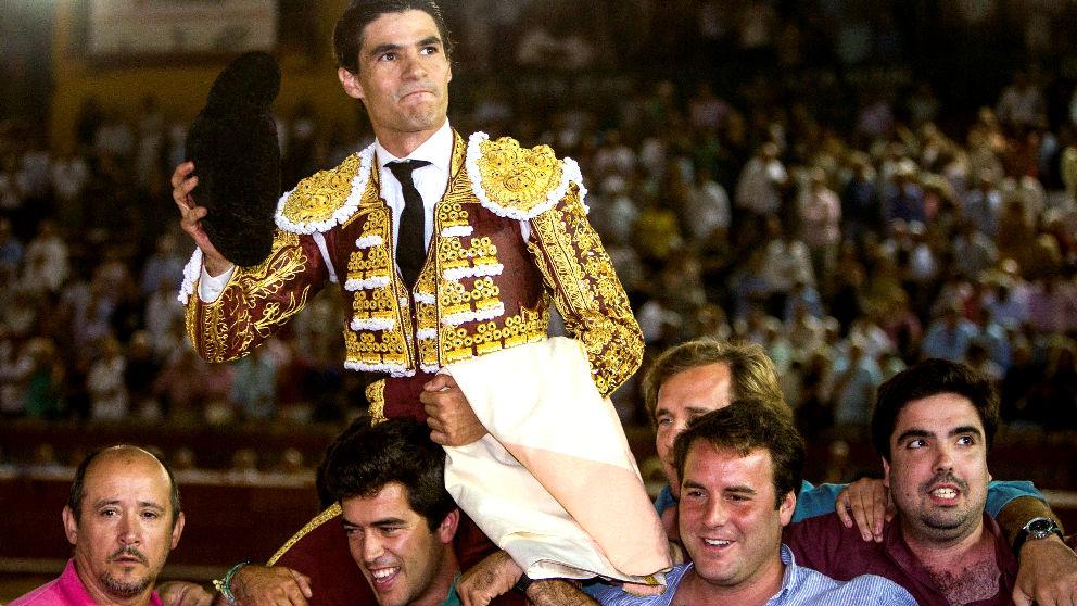 Pablo Aguado sale a hombros este sábado en Huelva (Foto: EFE).