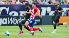 Thomas Lemar pelea un balón en el Atlético San Luis – Atlético de Madrid. (@AtletideSanLuis)