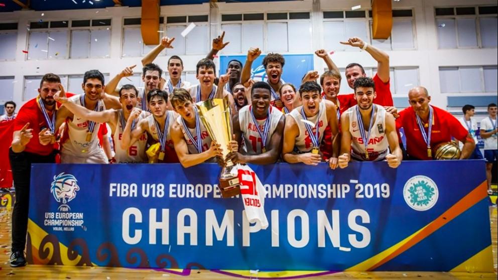 España celebra el título del Europeo sub-18.