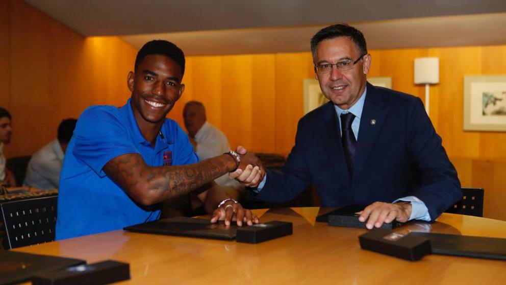 Junior Firpo y Bartomeu (@FCBarcelona)