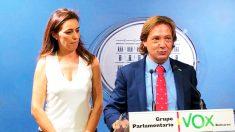 Idoia Ribas y Jorge Campos, miembros de la ejecutiva de Actúa Baleares, que se presentó a las elecciones utilizando la marca Vox.