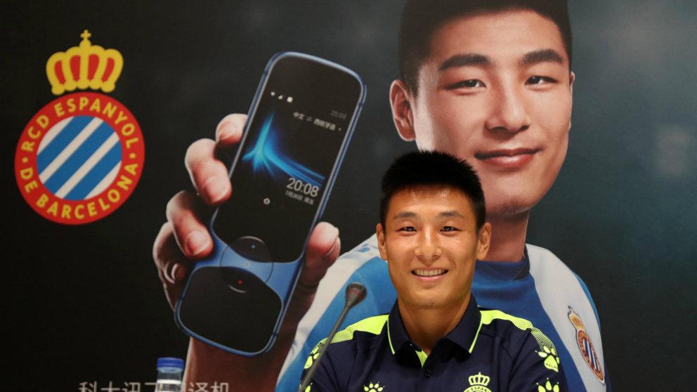 Wu Lei firma un acuerdo de colaboración con iFLYTEK (@RCDEspanyol)
