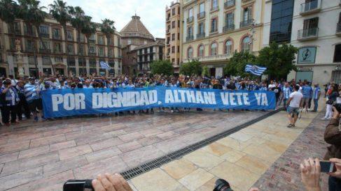 Aficionados del Málaga piden a Sheikh Al-Thani que deje el club (@FondoSur1904)