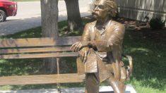 Como Mark Twain se conoce el seudónimo del escritor Samuel Langhorne Clemens.