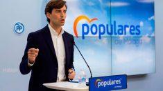 El vicesecretario de Comunicación del Partido Popular, Pablo Montesinos, durante la rueda de prensa que ha ofrecido en la sede del PP de Málaga. Foto: EFE