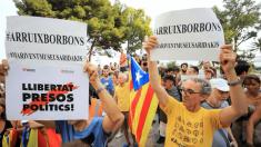 Manifestación separatista a las puertas del Palacio de la Almudaina @EFE