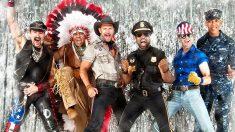 Los seis integrantes de los Village Peoplo, con sus atuendos más característicos, en una foto promocional de su época dorada.