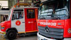 Una dotación de Bomberos de Barcelona que han acudido cuando un cajero automático ha explotado en La Rambla. Foto: EP