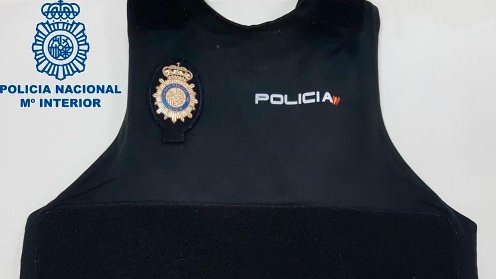 Uno de los chalecos antibalas requeridos por la Policía. Foto: EP