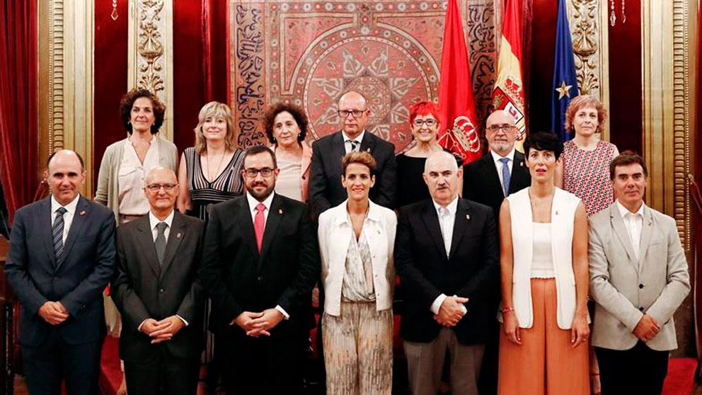 Foto de familia de la composición del Gobierno de Navarra después de la toma de posesión este miércoles de los consejeros que lo conforman., con la socialista María Chivite al frente. Foto: EFE