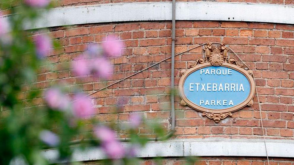 Parque de Etxebarria en la capital vizcaína, donde esta medianoche se ha producido una violación múltiple y donde agentes de la Ertzaintza han arrestado en Bilbao a seis hombres por su presunta relación en la agresión sexual a una joven de 18 años que ha sido atendida de madrugada en un centro hospitalario. Foto: EFE