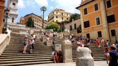 La famosa escalera de Plaza de España en Roma, uno de los lugares más turísticos de la ciudad.