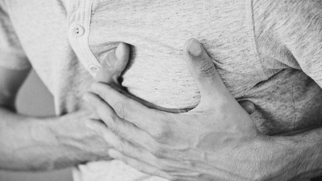Esto es debido a la aterosclerosis, la obstrucción de las arterias por depósitos de grasa.