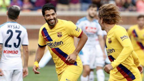 Luis Suárez y Griezmann celebran un gol.