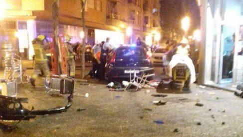 Un coche sin control hiere nueve personas que estaban en la terraza de un bar en Gerona.