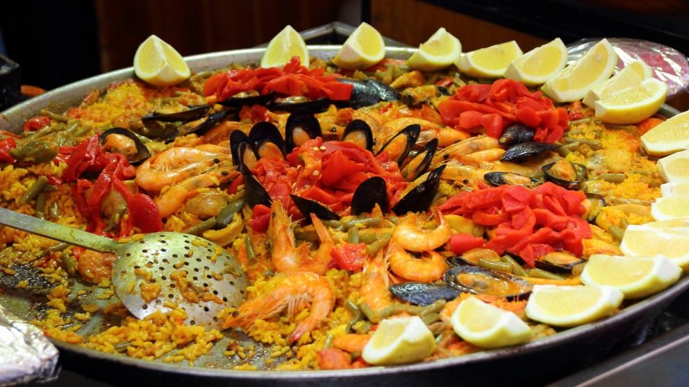 La paella es el plato típico español por excelencia