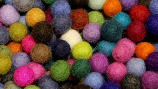 collares bolas de fieltro de lana
