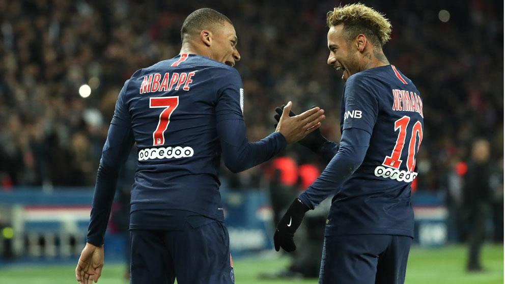 Mbappé–y-Neymar-celebran-un-gol-en-un-encuentro-de-la-pasada-temporada-(Getty)