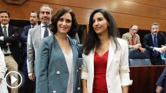 Isabel Díaz Ayuso y Rocío Monasterio en la Asamblea de Madrid durante el Pleno de Investidura. FOTO: Francisco Toledo