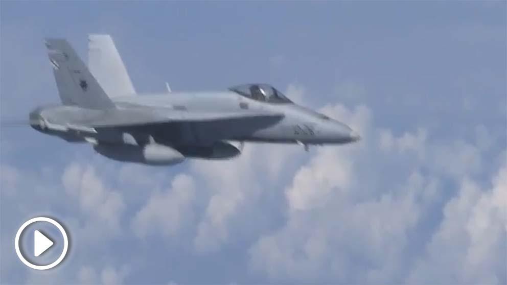 Cazas rusos alejan a un F-18 español de la OTAN que se aproximó al avión del ministro de Defensa.