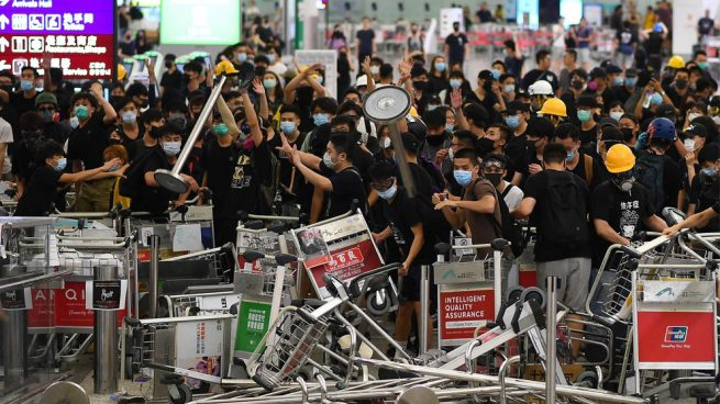 Trump asegura que China «está moviendo tropas a la frontera con Hong Kong»
