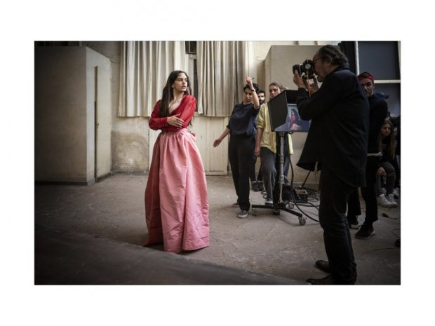 Rosalía muestra uno de los vestidos más comentados en los últimos tiempos