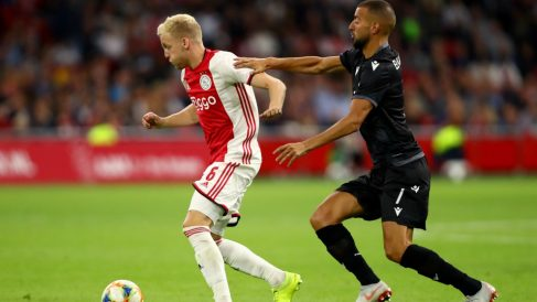 Van de Beek durante el Ajax – PAOK. (Getty)