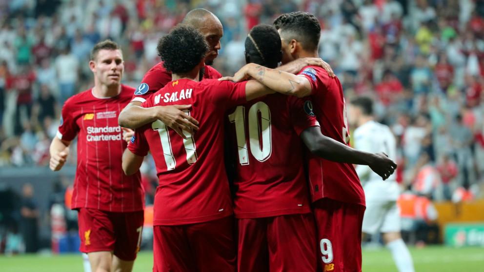 Los jugadores del Liverpool celebran un gol contra el Chelsea en la Supercopa de Europa. (Getty)