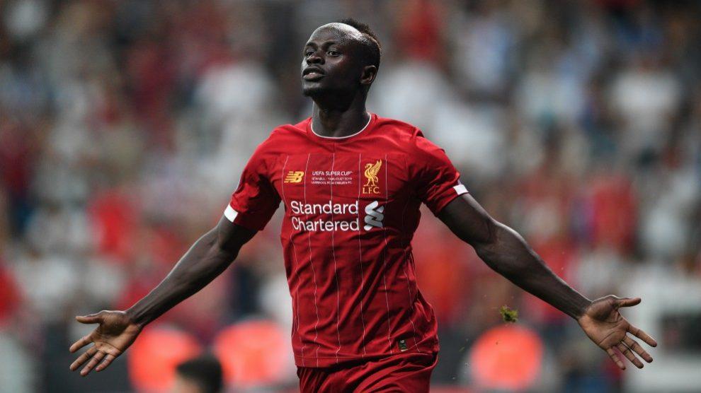 Sadio Mané celebra uno de sus goles en el Liverpool – Chelsea de la Supercopa de Europa. (AFP)
