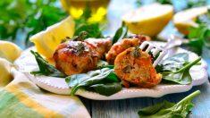 Muslos de pollo rellenos con pesto y parmesano