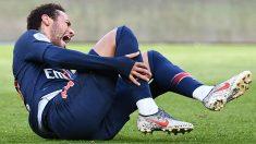 Neymar se duele en un partido con el PSG. (AFP)