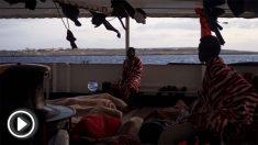 Inmigrantes a bordo del Open Arms esperando llegar a Lampedusa @OpenArms
