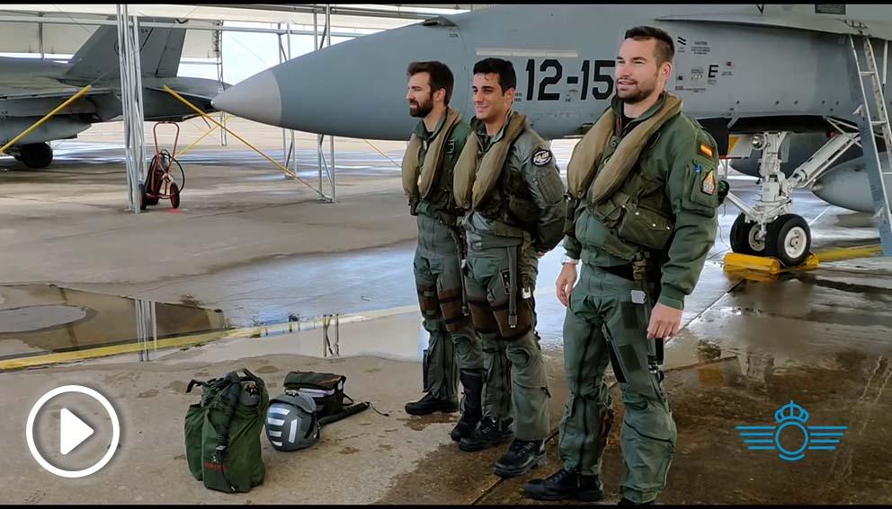 Los pilotos de F-18 españoles justo antes de partir hacia su misión en Lituania.