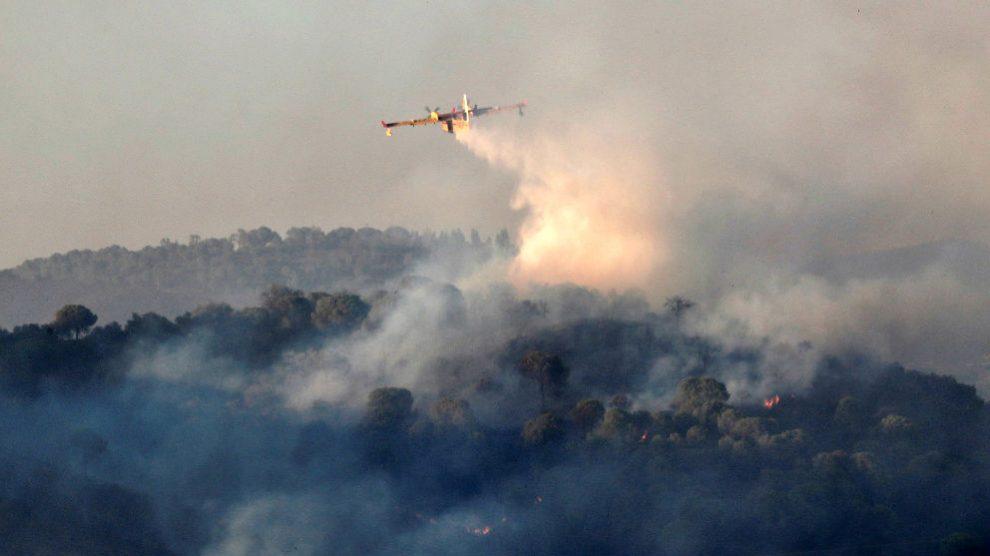 Imagen del incendio en la localidad de El Madroño (Foto: EFE).