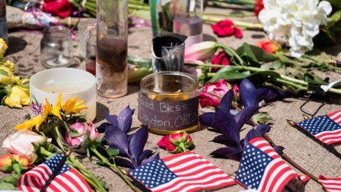 Un homenaje a las víctimas del tiroteo de Dayton, en el Estado norteamericano de Ohio. Foto: AFP