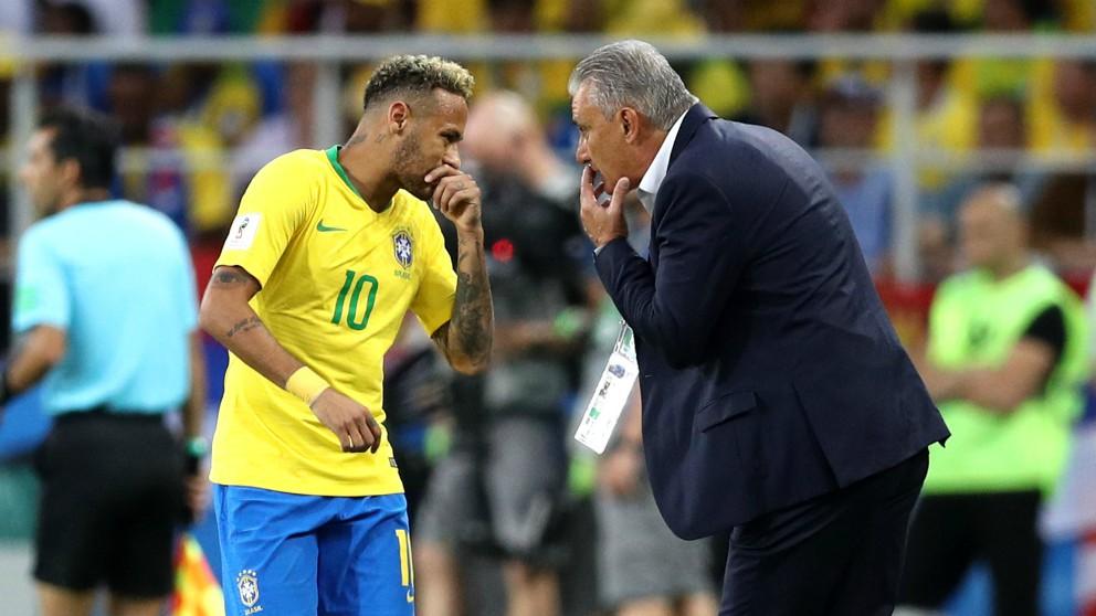 Neymar y Tite, en un partido de Brasil. (Getty)
