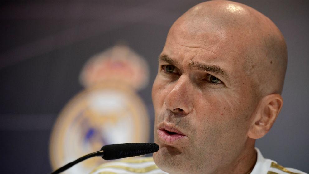 Zidane atiende a los medios en rueda de prensa. (AFP)