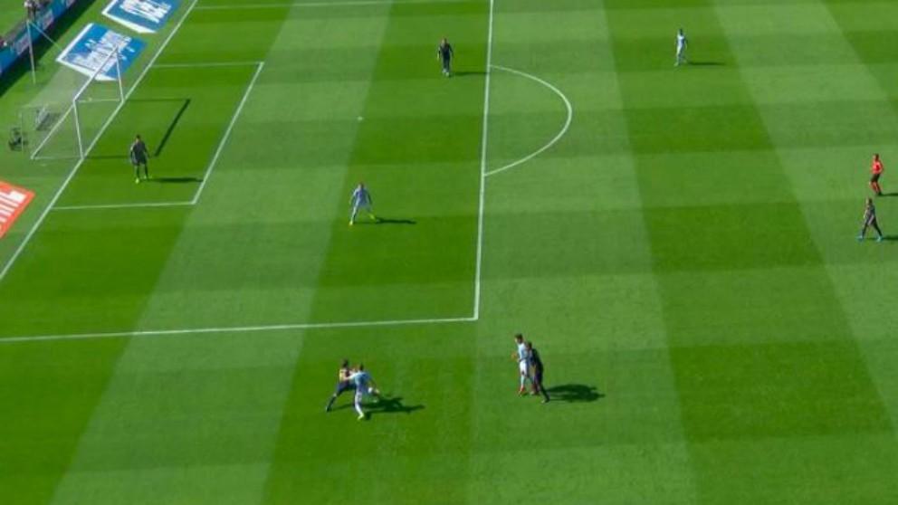 El árbitro anuló el gol del Celta por fuera de juego.