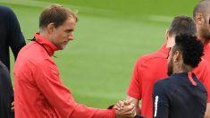 Tuchel saluda a Neymar en el entrenamiento del PSG. (AFP)
