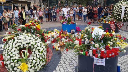 Uno de los homenajes en recuerdo de las víctimas del 17-A.