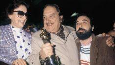 Jose Bódalo, Encarna Paso y José Luis Garci al llegar a Madrid tras ganar el Oscar por Volver a empezar @Getty