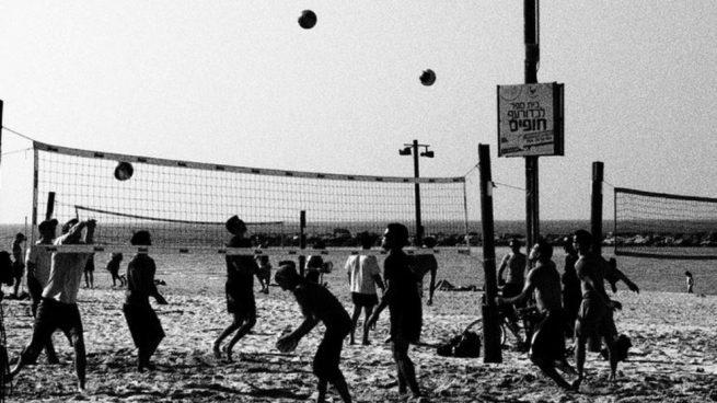 Hay algunas playas donde la práctica del vóley-playa es del todo habitual.
