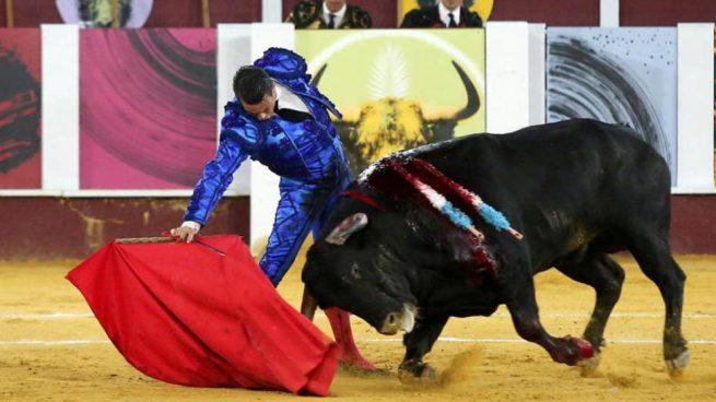 Manzanares vuelve a encandilar a Málaga y corta una oreja en la «picassiana»