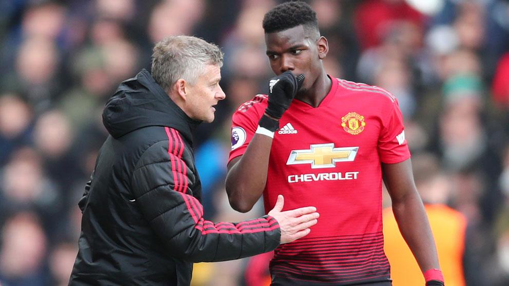 El-técnico-del-Manchester-United-da-algunas-indicaciones-a-Paul-Pogba-durante-un-encuentro-de-la-pasada-temporada-(Getty)