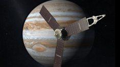 Ofrece un extremo brillo y en volumen es 1.317 veces más grande que el planeta Tierra.